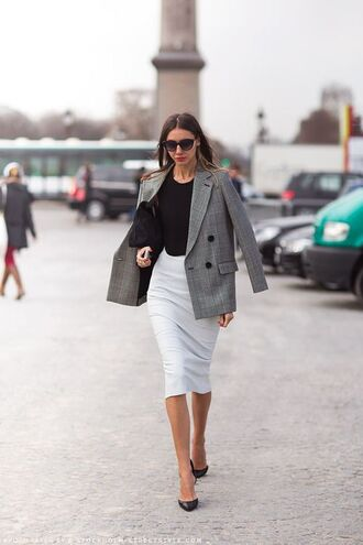 skirt work outfits midi skirt white skirt top black top blazer grey blazer bag black bag streetstyle office outfits sunglasses black sunglasses pumps black pumps fall outfits