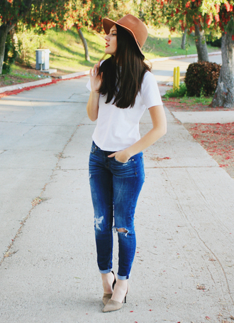 these days blogger jeans casual white t-shirt