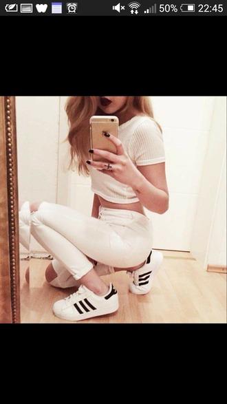 t-shirt ribbed white shirt ribbed white t-shirt white pants adidas pants make-up
