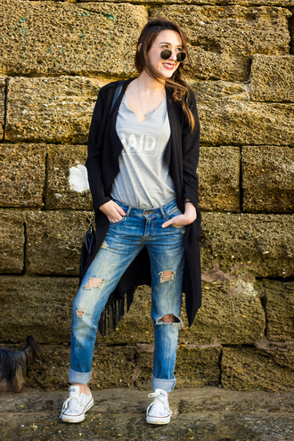coat blogger ripped jeans converse shoes and basics grey t-shirt