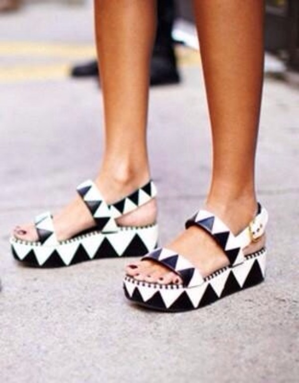 shoes wedges triangle black and white heels black and white heels platform shoes black shoes white shoes black platforms white platforms