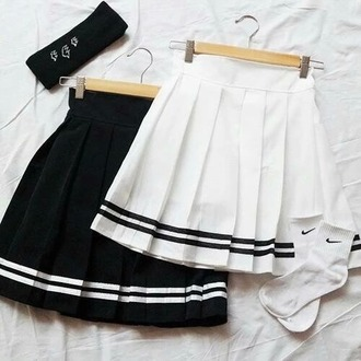 skirt white black grunge pale forever 21 tennis skirt pale grunge tumblr dark cool girl pleated skirt soft grunge sportswear black and white stripes girly old school swag hipster love white skirt clothes black skirt high waisted cotton cute outfit fashion nike socks back to school school uniform school outfit knee high socks pleated sailor style skirt