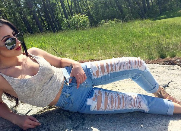 jeans ripped jeans ripped jeans reverse streetstyle knit crop quay sunglasses sunglasses quay boyfriend jeans