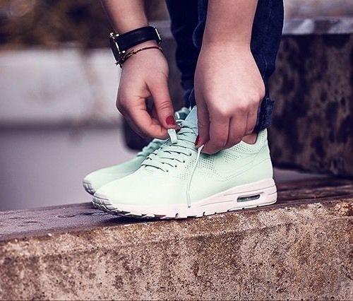 Nike Air Max 1 Ultra Moire CH Fiberglass White 704995 300 Womens Running Shoes 704995 300