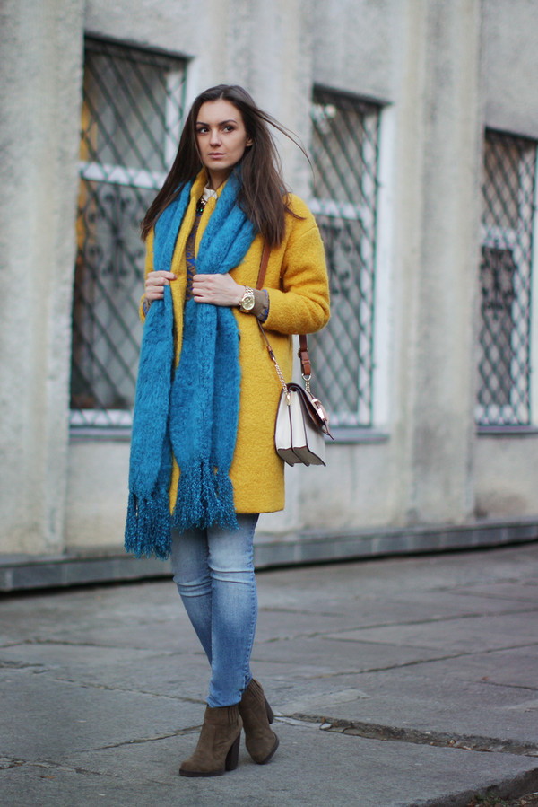 fashion agony coat sweater jeans scarf jewels bag shoes