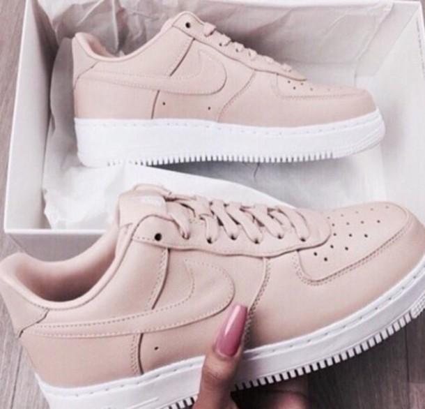 shoes nike shoes pink nike nike shoes womens roshe runs please help me find it