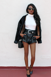 tuolomee,blogger,shorts,shoes,jacket,leather shorts,white top,suede jacket,round sunglasses,black shorts,black flats,black bag,date outfit