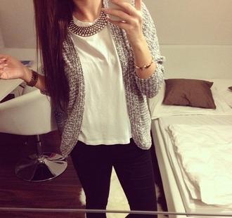 cardigan veste gilet colier bracelets bijoux chemise blouse t-shirt noir - blanc pullover jeans