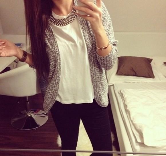 veste blouse jeans t-shirt bijoux bracelets cardigan gilet colier hairstyles chemise noir - blanc pullover