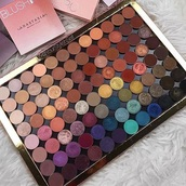 make-up,pallet,eye shadow palette,pallete,eye shadow,eyeshadow palette,makeup palette,eye makeup,face makeup