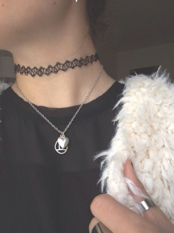 jewels choker necklace pale