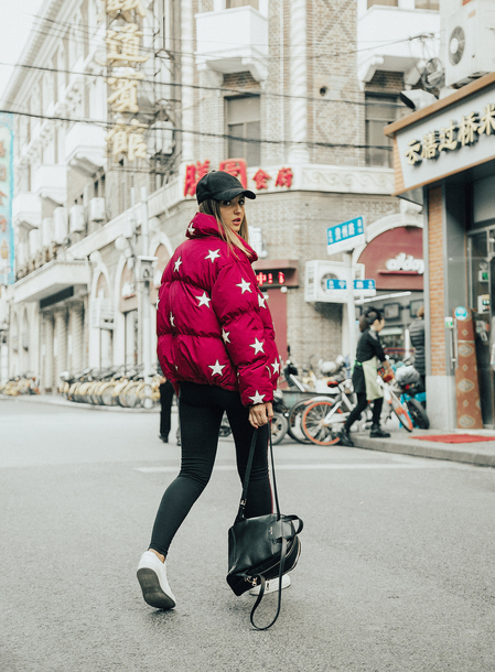 jacket tumblr red jacket puffer jacket stars hat cap denim jeans black jeans skinny jeans sneakers white sneakers backpack black backpack