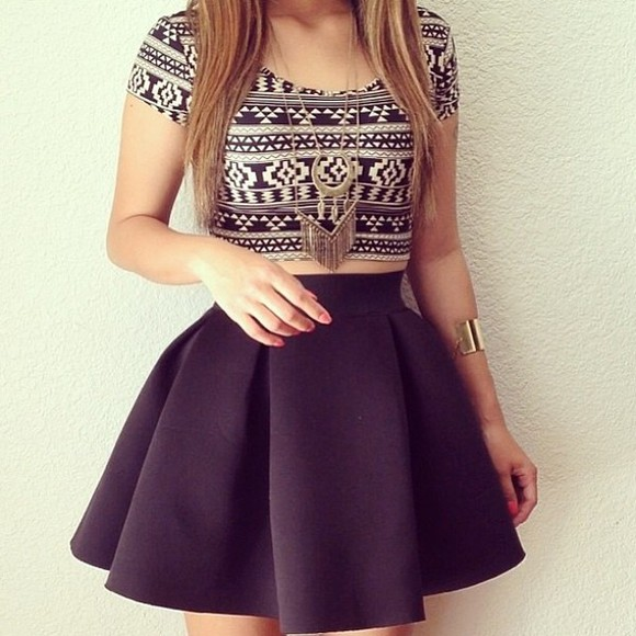 aztec top black and white crop tops blouse jacket jewels shirt tank top skirt half shirt black skirt and crop top nice look dressed up sweet striped black and white aztec crop top t-shirt printed crop top gold print designed crop cute tribal pattern