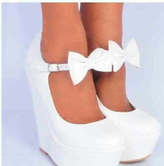 bows white wedges
