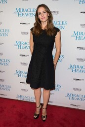 shoes,sandals,Jennifer Garner,black dress,midi dress