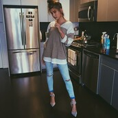 jeans,denim,slit,slit jeans,light blue,shirt,top,sweater,hailey baldwin,instagram,blue jeans,skinny jeans,zara,shoes,heels,sandals,pants,fashion,style,ripped jeans,boyfriend jeans,skinny pants,long sleeves