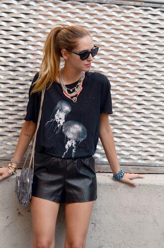 t-shirt sunglasses jellyfish black t-shirt leather shorts shoes shorts jewels bag sea creatures shirt