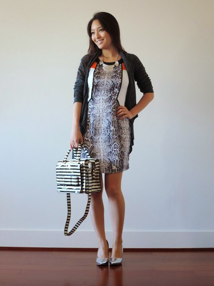 bag snake print jewels blogger sensible stylista cardigan stripes