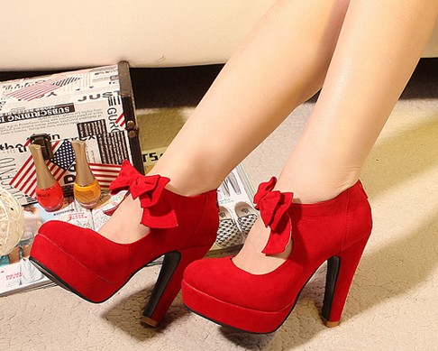BOW RED HIGH HEELS on The Hunt