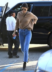 sweater,camel,knit,knitted sweater,camel sweater,kendall jenner,where did u get that,celebrity,streetstyle,casual streetstyle,sweater weather,camel knit