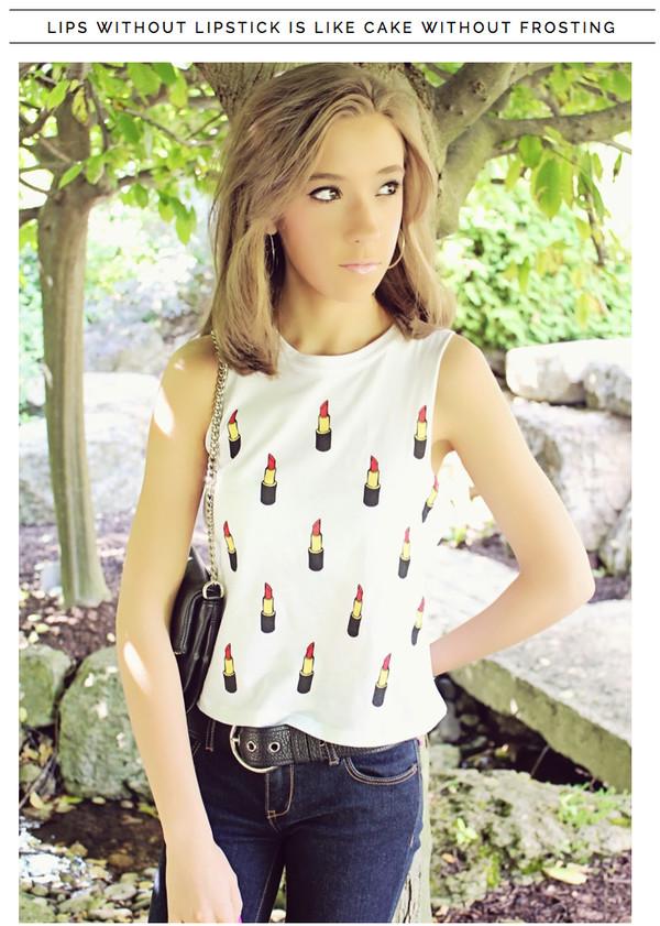 t-shirt lipstick white t-shirt