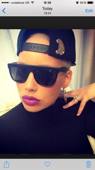 sunglasses lipstick hat