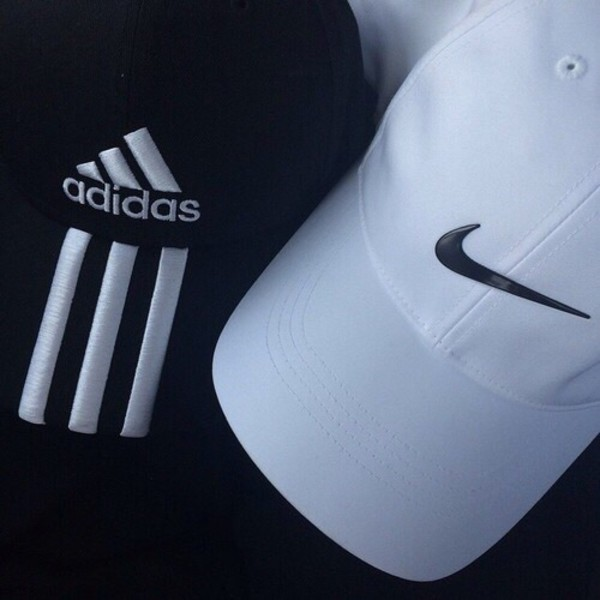 389dd23b486e3 Amazon.com   Nike Tech Swoosh Cap