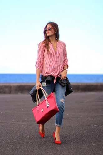 marilyn's closet blog blogger red bag striped shirt ripped jeans red heels
