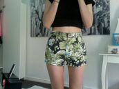 shorts,tropical,pattern,tumblr,clothes,high waisted denim shorts,minkpink,top,green,vintage,floral,summer,cute,floral pattern,floral print shorts,shirt,tropical print shorts,leaves,jungle,High waisted shorts,grunge,green floral