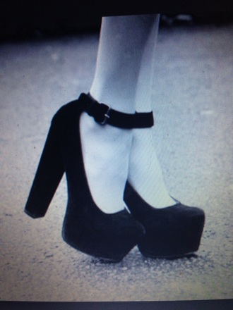 shoes little black boots black shoes high heels chunky sole chunky heels
