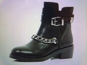 shoes,black boots,black,shoes black grunge flat,chain,loop,boots,little black boots