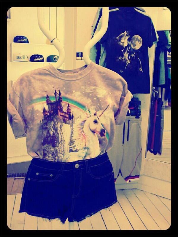 t-shirt unicorn rainbow