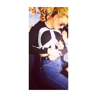 top perrie edwards little mix fashion style hot singer black black top peace peace sign jeans