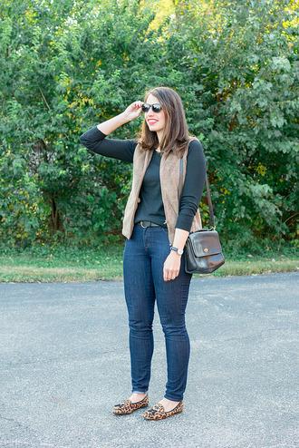 styleontarget blogger sweater sunglasses jacket belt jewels bag vest shoulder bag skinny jeans loafers flats shoes