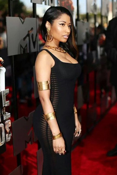 nicki minaj dress little black dress jewels jewelry goldjewelry gold jewelry gold bracelets gold rings rings ring bracelets rings and tings figure hugging black bodycon bodycon dresses