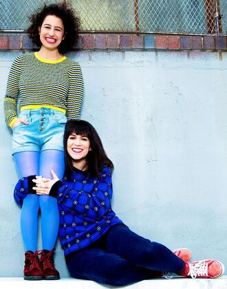 sweater ilana glazer abbi jacobson striped sweater checkered blue sweater denim shorts shorts blue shorts tights boots brown boots jeans blue jeans sneakers red sneakers celebrity style celebrity