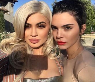 top kendall and kylie jenner kendall jenner kylie jenner instagram make-up lipstick lips lip gloss nude top
