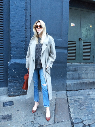 camille over the rainbow blogger ripped jeans pointed toe round sunglasses long coat grey sweater winter outfits