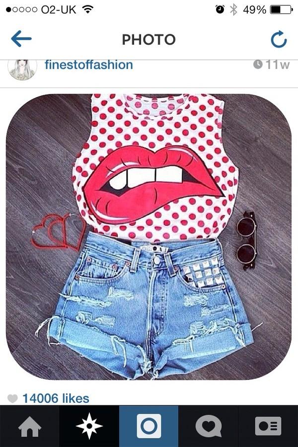 t-shirt jewels shorts