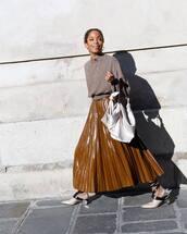 shoes,pumps,mid heel pumps,long skirt,pleated skirt,blouse,handbag,white bag
