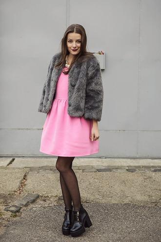 iemmafashion blogger pink dress faux fur jacket platform shoes dress shoes coat jewels make-up grey fur jacket