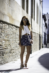 lucitisima,t-shirt,shorts,bag,sunglasses,top,white,abstract,geometric,triangle