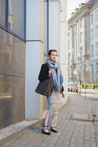 kapuczina blogger slit skirt strappy flats grey scarf