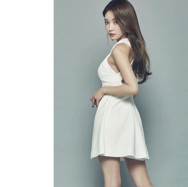dress chungha white dress