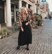 skirt,midi skirt,black skirt,pleated skirt,ankle boots,black boots,shirt,snake print,printed shirt,crossbody bag