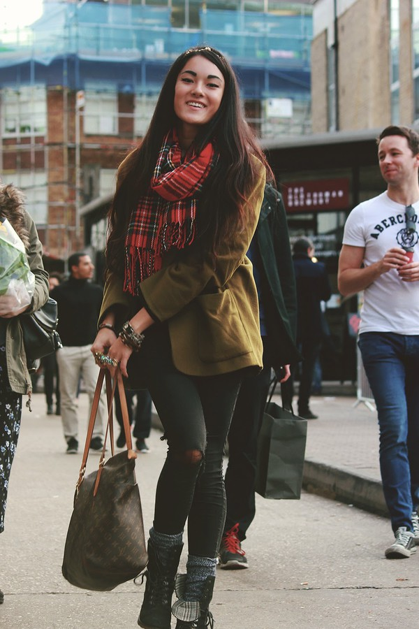alessandra kamaile blogger jacket scarf bag jewels