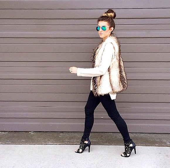 sunglasses black fashion rayban white beige blue heels jeans blouse