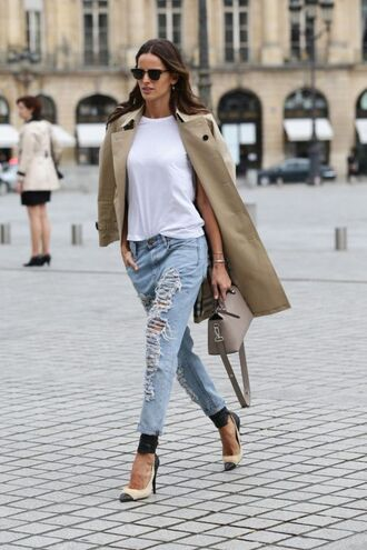 jeans brown trench coat white shirt sunglasses ripped jeans black and white heels beige bag blogger