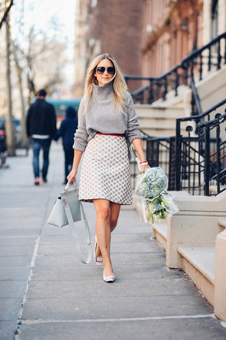 the fashion guitar blogger sweater skirt bag shoes sunglasses jewels