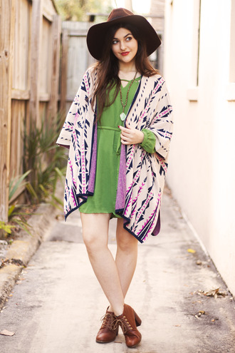 a walk in the park blogger green dress thick heel kimono necklace